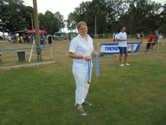 Sportkameradin Anja Pöschick, Vors. Frauen- und Mädchenfußball, kurz vor der Medaillenübergabe