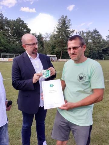 Jörg Schmiedchen (Adler Klinge) und der Vorsitzende des FK David Chollee