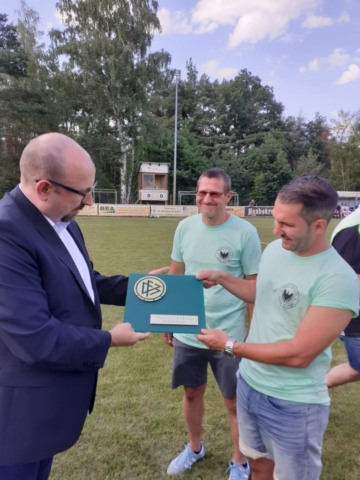Übergabe des DFB-Ehrenschildes zum 100-jährigen Bestehens des SV Adler Klinge